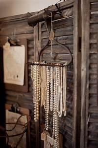 Comment Ranger Ses Bijoux : comment ranger ses bijoux comment ranger ses bijoux dans une boite ou sur un pr sentoir astuce ~ Dode.kayakingforconservation.com Idées de Décoration