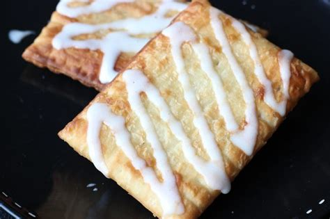 toaster struddles how to cook toaster strudels in the oven livestrong