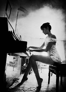 Piano play | Retro Images & b-w | Pinterest