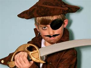 Kid's Halloween Makeup Tutorial: Pirate | HGTV