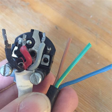 farben elektrische leitungen stromkabel farben alt 4 adrig