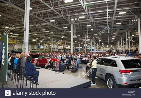 Chrysler Jefferson Plant by Detroit Michigan Chrysler Introduces Its New Jeep Grand