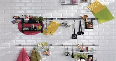 astuce de rangement cuisine 6 astuces rangement et gain de place dans une cuisine