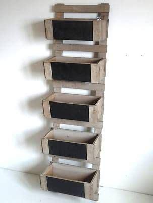 echelle de cuisine echelle escabeau a casier caisse bac en bois et ardoise deco de cuisine jardin rangement