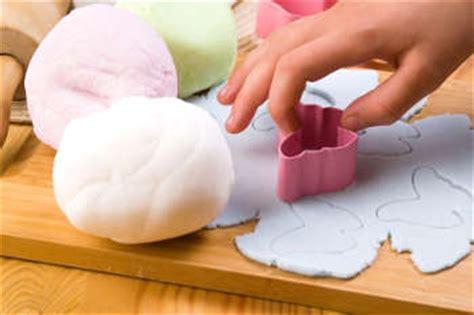 comment faire des decors en pate a sucre comment d 233 corer un g 226 teau avec de la p 226 te 224 sucre
