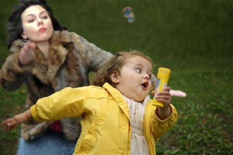 Scarlett Johansson Falling Down Meme - scarlett johansson falling down meme celebrities