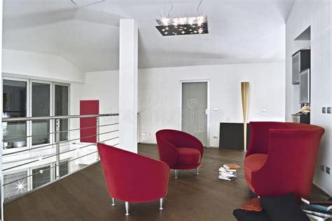 Poltrone Rosse Del Velluto In Salone Moderno Immagine