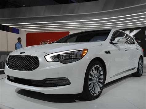 Kia's Impressive K900 Luxury Car (photos)