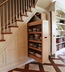 Placard Escalier : placard sous un escalier 14 exemples et bonnes pratiques ~ Carolinahurricanesstore.com Idées de Décoration