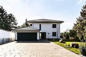 Stadtvilla Mit Garage : mediterrane stadtvilla mit zeltdach tauber architekten ~ A.2002-acura-tl-radio.info Haus und Dekorationen