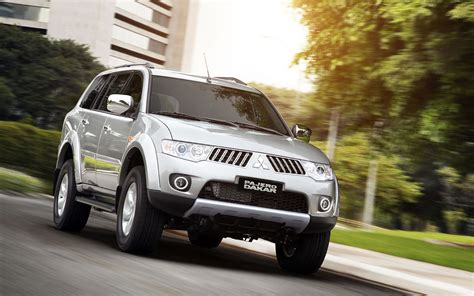 Mitsubishi Pajero Sport Backgrounds by Mitsubishi Pajero Wallpapers And Car Specifications