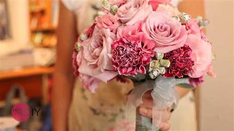 ein brautstrauss  rosa mit rosen und nelken