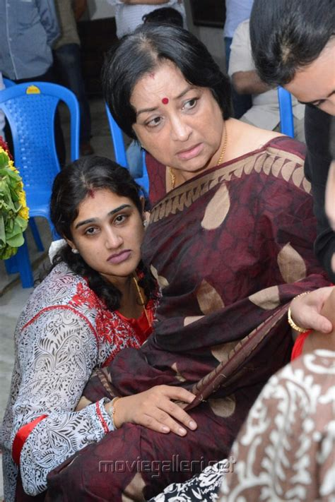 actress lakshmi funeral picture 520027 actress lakshmi manjula vijayakumar