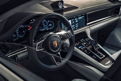 feature spotlight 2017 porsche panamera infotainment system autoevolution