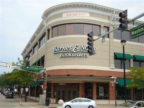 barnes and noble naperville downtown naperville illinois on a wednesday afternoon