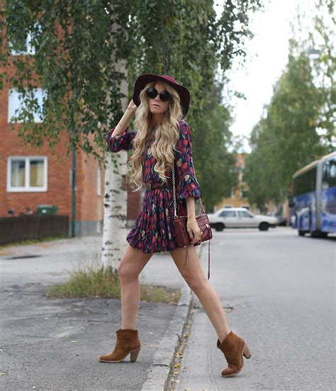 Anna Wiklund - It Shoes Boho Boots Floral Dress Stay Simple Heart Bracelet - THIS IS IT | LOOKBOOK