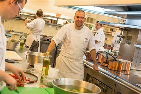 les cuisines de l elysee bricq attaque la cuisine de l elys 233 e le chef r 233 plique