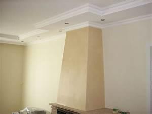 Abgehängte Decke Mit Beleuchtung : eine abgeh ngte decke mit zierprofilen um den kamin herum stuck zierprofile und beleuchtung ~ Sanjose-hotels-ca.com Haus und Dekorationen