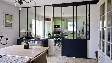 Une verriu00e8re dans la cuisine pour une du00e9co ru00e9tro style atelier