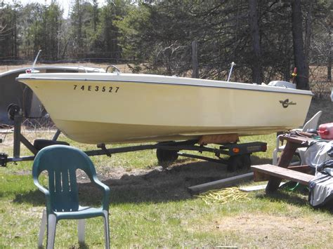 Boat Trailer Ottawa by 14 Foot Crestliner Fiberglass Boat And Trailer For Sale