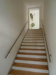 Handlauf Für Treppe : schicke edelstahl handl ufe f r das treppenhaus ~ Markanthonyermac.com Haus und Dekorationen