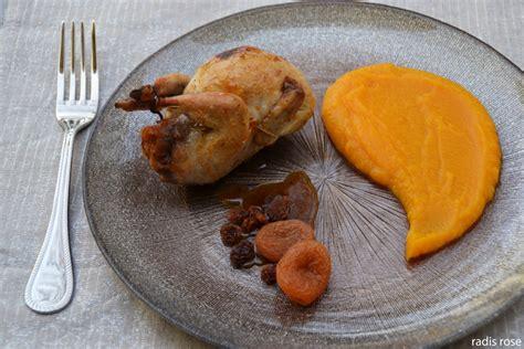 cuisiner une caille caille farcie à l orange et d épice radis