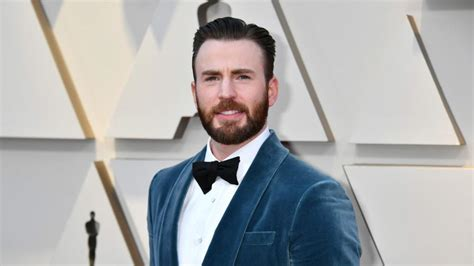 Hollywood actor Chris Evans accidentally shares nude ...