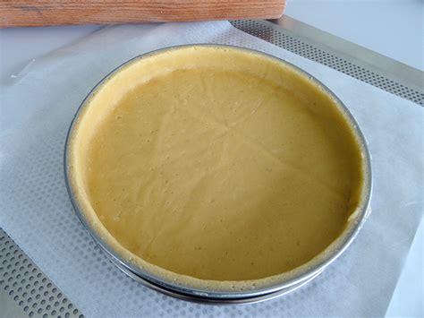 foncer en cuisine foncer un cercle à tarte avec une pâte sucrée la cuisine