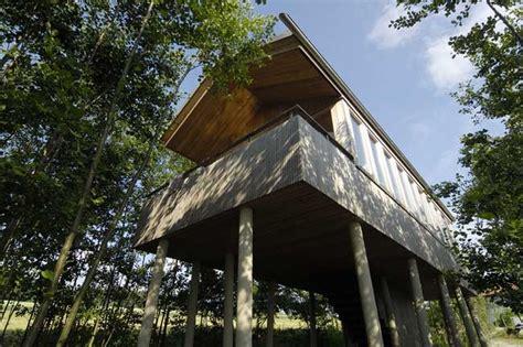 Hofgut Hafnerleiten Baumhaus by 15 Stufen Zum Kindheitstraum Im Hofgut Hafnerleiten Tiny