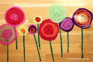 Blumen Basteln Fensterdeko : anleitung f r das fensterbild blumen im fr hling basteln fensterdeko blumen und fr hling ~ Markanthonyermac.com Haus und Dekorationen