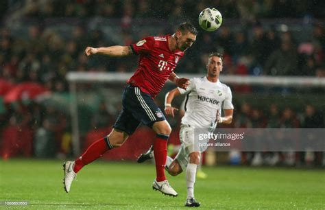Die mannschaft des bremer sv. DFB Cup, 2nd round, SV Rödinghausen - FC Bayern Munich in the stadium... News Photo - Getty Images