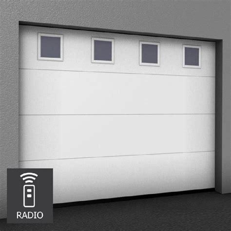 porte de garage sectionnelle sur mesure motorisee hublots