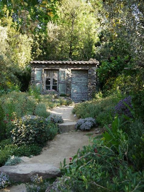 Ein Kleines Französisches Cottage, Das Zum Träumen Einlädt