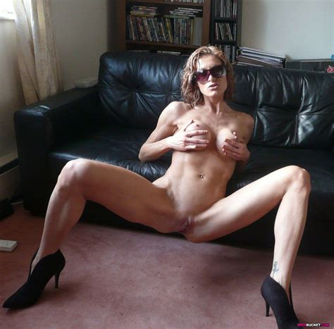 Super Fit Milf Loves Posing Naked Outdoor Xxx Milfs