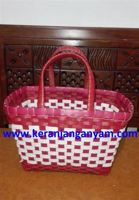 tas anyaman model kotak warna merah putih keranjang tas