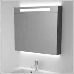 Bad Spiegelschrank Mit Beleuchtung : bad spiegelschrank mit beleuchtung 80 cm download page beste wohnideen galerie ~ Bigdaddyawards.com Haus und Dekorationen