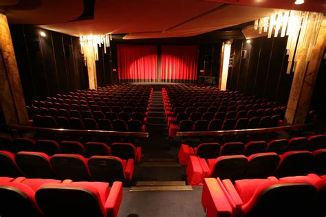 grande salle cinema cinema le balzac