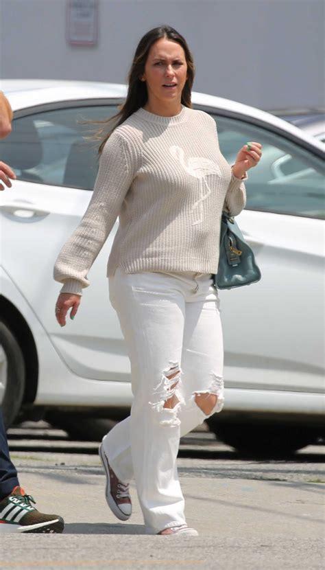 foto de Jennifer Love Hewitt in a Gray Leggings Leaves a Gym in