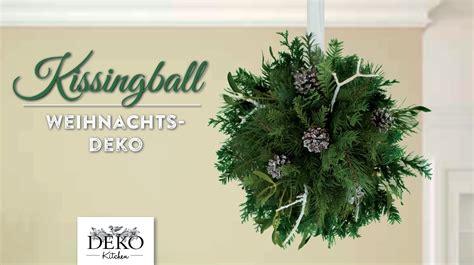 basteln mit zweigen und ästen weihnachtsdeko basteln kissingball mit zweigen und misteln how to deko kitchen