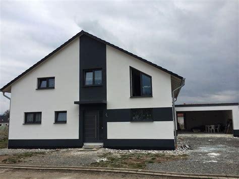 Modernes Haus Weiße Fenster by Haus Wei 223 Anthrazit Haus Farbgestaltung In 2019