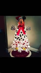 1000 ideas about mickey mouse christmas on pinterest navidad mickey mouse cookies and disney