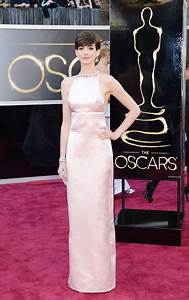 Anne Hathaway at Oscars 2013 Red Carpet - Fashion Style ...