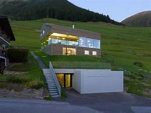 Haus Am Hang Bauen Stützmauer : haus am hang mit unterirdischer tiefgarage architektur ~ Lizthompson.info Haus und Dekorationen