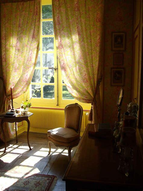 chambre au chateau alcove dans une chambre