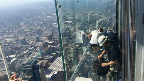Willis Tower Observation Deck Wait Time by Coating On Willis Tower Skydeck S Ledge Cracks