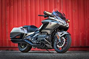 Goldwing 1800 2018 : 2018 gl 1800 gold wing impressive meet honda s new flagship model ~ Medecine-chirurgie-esthetiques.com Avis de Voitures