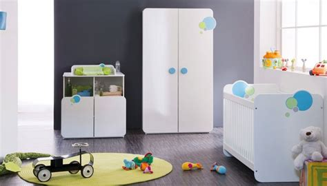 chambre bébé neutre armoire bébé 2 portes avec penderie pour la chambre de