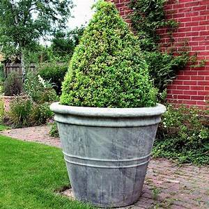 Extra large garden pot stone garden planters for Large garden pots