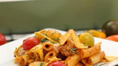 A fancy and delicious dinner that is perfect for holidays to indulge in. Get The Recipe: Cheesy Chili Pasta Casserole | Chili pasta, Cooking recipes, Pasta casserole