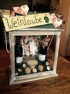 Weinflasche Verpacken Selber Machen : eine weinlaube als geldgeschenk f r wein liebhaber geschenke geburtstag geschenke frauen ~ Watch28wear.com Haus und Dekorationen